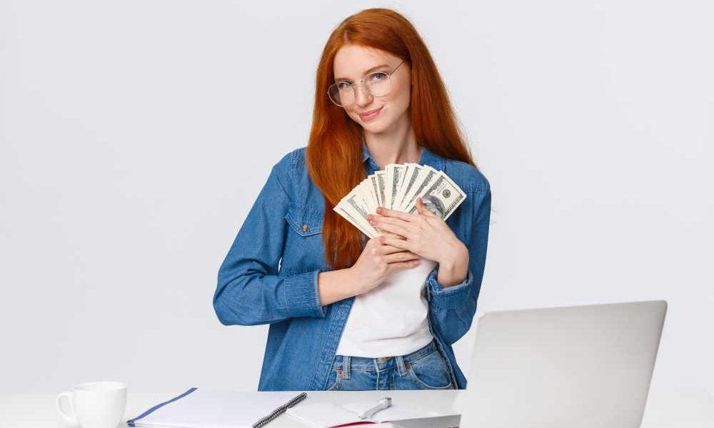 Ragazza con i soldi